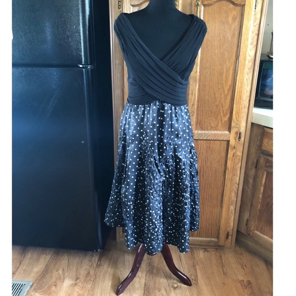 Adrianna Papell Dresses & Skirts - Adrianna Papell Full Skirt Cocktail Dress Size 14